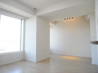 横浜市鶴見区の分譲賃貸マンション ロイヤルタワー横濱鶴見 1010号室 リビングです