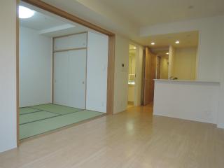 横浜市港北区の分譲賃貸マンション ナイスサンソレイユ日吉 204号室 リビングです